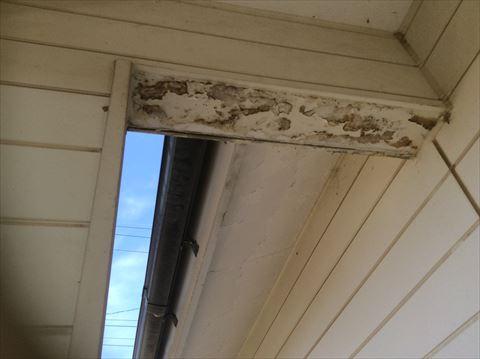 玄関柱剥がれ