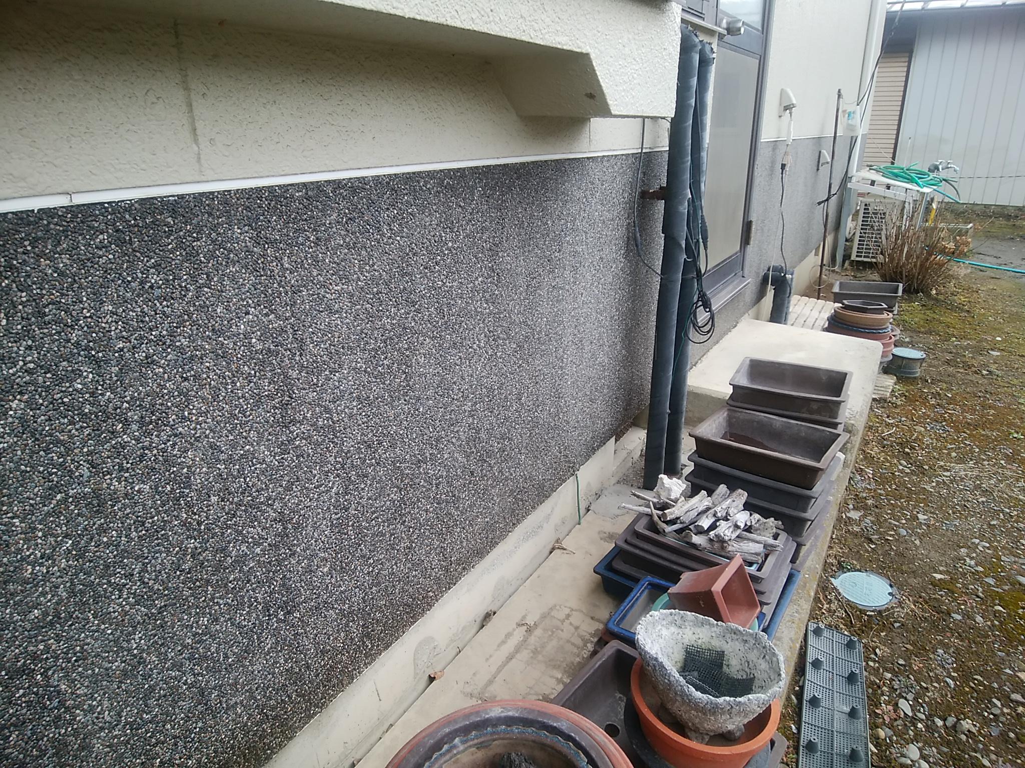 松本市笹賀で行いました外壁腰壁ミュールコートの補修からのクリア塗装
