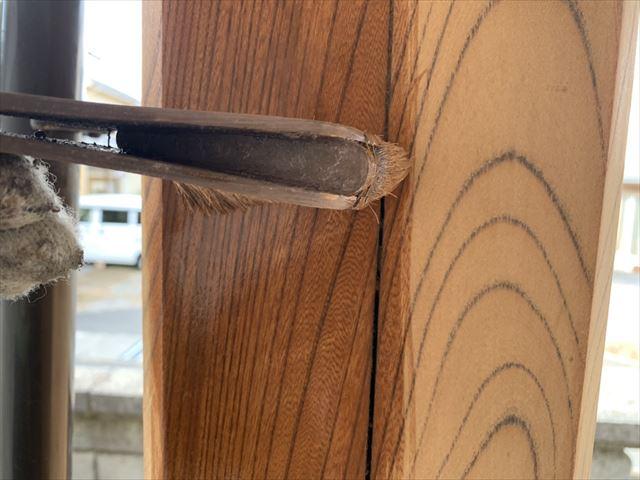 松本市S邸玄関柱塗装